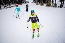 Lyžovačka v lipenském ski areálu.