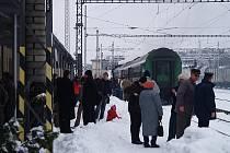 Také některé zastávky na Českokrumlovsku mají zavřené čekárny. Cestující tedy musejí stát venku v zimě.