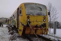Při srážce vlaků u Vodňan zemřela jedna cestující.