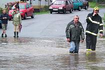 Významnými pomocníky místním obyvatelům byli dolnotřebonínští hasiči při loňských letních záplavách, kdy například odčerpávali vodu ze studní.