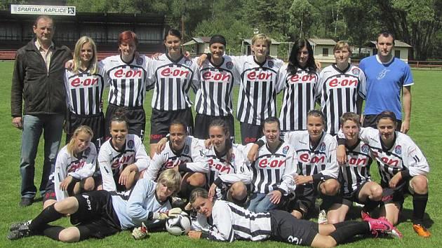 Družstvo fotbalistek Spartaku Kaplice, které v nováčkovské sezoně obsadilo ve třetí lize výborné páté místo.