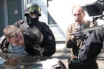 Na hraničním přechodu v Dolním Dvořišti filmový štáb natáčel scénu, jak je miliardář zatčen policií.