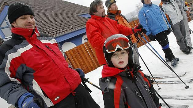 I když rekord ve shromáždění Josefů včera ve Skiareálu Lipno nepadl, dá se alespoň konstatovat, že se tam sešlo největší množství Pepíků lyžařů.