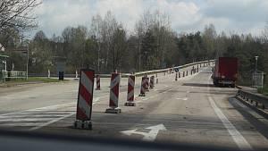 Práce na rájovském mostě vypukly.