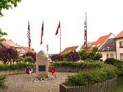 Současná podoba pomníku válečným obětem ve Velešíně.