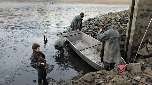 Příští dny ukážou, jak bude pokračovat boj za zlepšení kvality vody rybníka na Horní Bráně pro další sezonu.