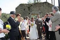 Svatby na hradě jsou romantické.