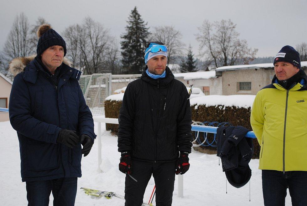 Zprava: předseda TS Lipenska Jiří Mánek, Martin Řezáč z Atletika Frymburk a starosta Frymburka Oto Řezáč.