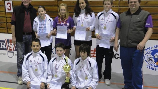 Krumlovští starší žáci (na snímku) letos senzačně vyhráli krajský přebor a při domácím šampionátu se budou v pozici černého koně snažit o potrápení favoritů.