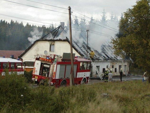 Bývalý starosta měl údajně  při nákupu tohoto hasičského vozidla T – 815 CAS 32 v roce 2003  snížit částku  pro  výpočet  celního dluhu.  Stát tak přišel o 110 000 korun.