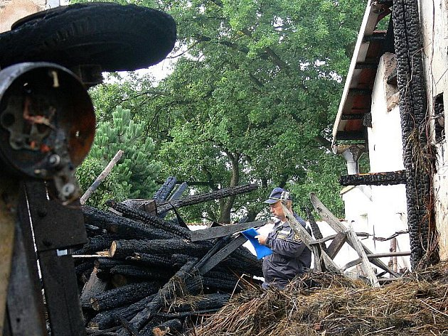 Oheň zničil především stodolu.