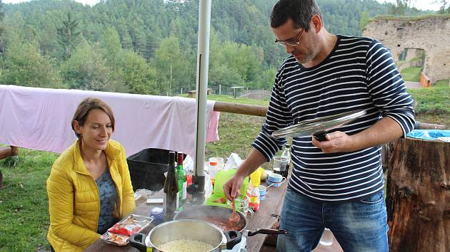 Pohodový den Muži vaří, ženy pijí vládl v sobotu na hradě Pořešín.