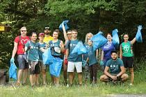 Dobrovolníci čistili přírodu Loučovicka.