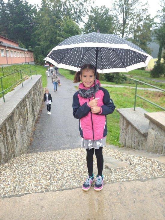 První školní den v základní škole v Loučovicích.