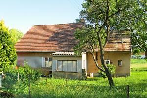 Rodný dům Milouše Jakeše v Českých Chalupách dnes už rodina nevlastní.