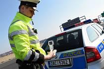 Hlídky policie o Velikonocích vyrazí na silnice.