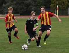 KP starší žáci - 9. kolo: Junior Strakonice (červenožluté dresy) - Spartak Kaplice 0:3 (0:1).