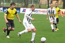 OSM – 15. kolo: FK Spartak Kaplice B (bíločerné dresy) – SKF Rožmberk 9:0 (4:0).