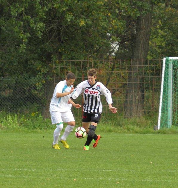 Česká divize žen (skupina D) - 7. kolo: TJ Sokol Sezimovo Ústí (bílé dresy) - FK Spartak Kaplice 2:1 (2:0).