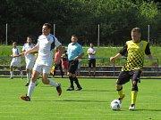 Oblastní I.B třída - 26. kolo: Vltavan Loučovice (bílé dresy) - Spartak Kaplice 1:3 (1:2).