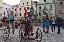 Miroslav Vacek vyrazil společně s přítelkyní Aničkou v sobotu odpoledne z českokrumlovského náměstí na vrchol Kleti. Cíl na svém stroji zdolal zhruba za dvě hodiny.