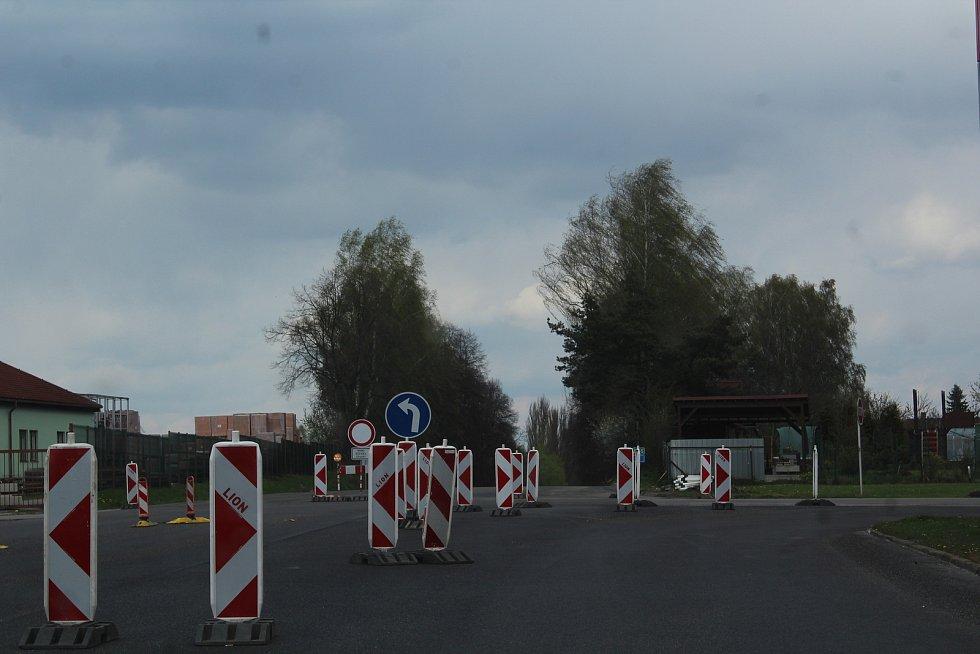 Na další les značek motoristé narazí u nedalekého Velešína.