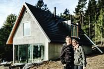 Zakladatel projektu Českého soběstačného domu Pavel Podruh s manželkou Karolínou.