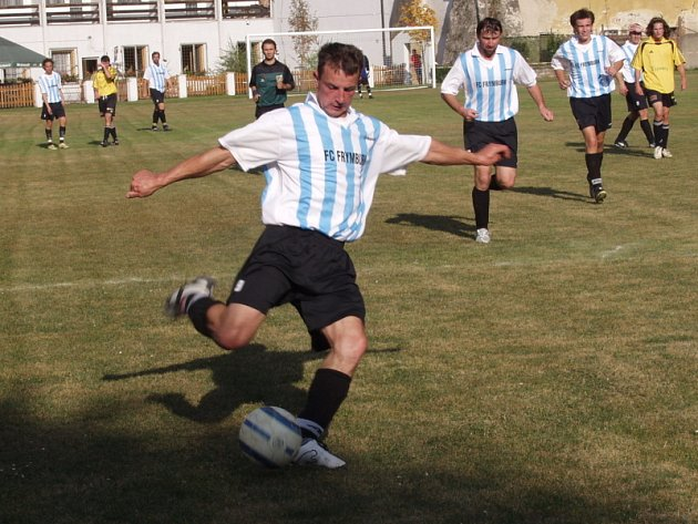 Návrat do sestavy po zranění oslavil frymburský kanonýr Josef Micák (na archivním snímku ze Zlaté Koruny) gólem, ale stejně jako spoluhráči nebyl s výkonem asi spokojen.
