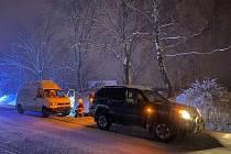 Osobní automobil skončil u Velešína na střeše. Šoférka naštěstí vyvázla bez zranění.