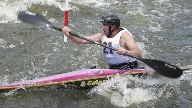Miroslav Pártl pokračuje v závodnické kariéře a o víkendu se představí na MČR veteránů ve slalomu v Trutnově.