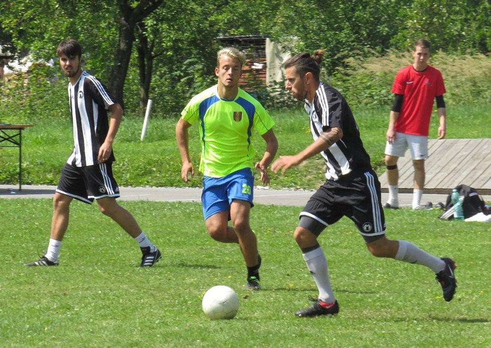 V besednickém turnaji vmalé kopané o pohár starosty se utkalo dvanáct přihlášených týmů.