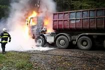 Požár kamionu na lesní cestě ve Vyšném.
