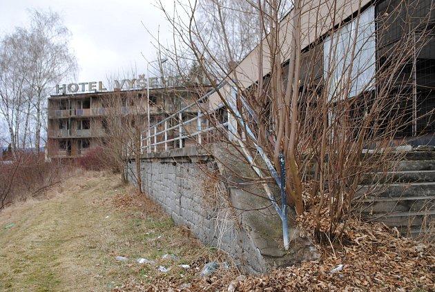 Zhotelu Vyšehrad je prakticky ruina.