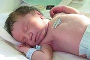 """Roman Bubeník z Kyselova se narodil 23. dubna ve 20.45 hodin rodičům Denise Bubeníkové a Romanu Bako. Je to jejich první miminko, přesto tatínek u porodu nebyl. """"Já jsem chtěla být sama,"""" vysvětlila maminka. Tatínek je ze synka nadšený."""