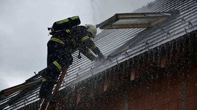 Požár novostavby v obci Malče.