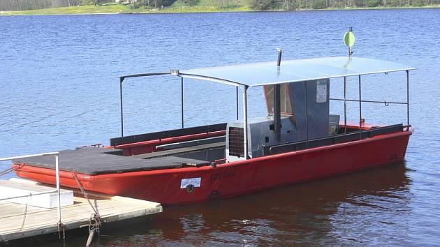 Malá loď plánského přívozu.