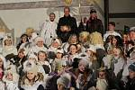 Andělé v průvodu prošli po stopách filmové pohádky Anděl Páně 2, v čele s jejím režisérem Jiřím Strachem.
