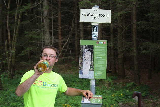 Na nejjižnější bod vRadvanově došel Josef Holoubek pár posledních kilometrů skolegou poutníkem Lukášem Bayerem.