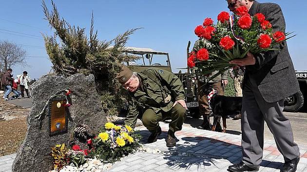 Lidé na pád amerického letce, který položil svůj život na sklonku války na jihu Čech, nezapomínají.