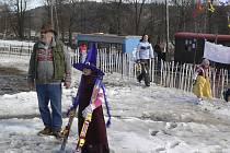 Nezapomenutelný zážitek si odnesli ze sobotního karnevalu na lyžích spojeného se závody ti, co se navzdory oblevě dostavili na sjezdovku Brloh Rohy.