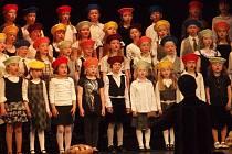 Zlaté pásmo si z Prahy v uplynulém víkendu přivezl dětský sbor Lentilky z celostátní soutěžní přehlídky Zahrada písní, na kterou přijelo 35 dětských sborů z celé republiky.