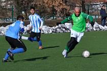 Zimní příprava: FK Slavoj Český Krumlov (zelené dresy) – SK Rudolfov 2:2 (1:1).
