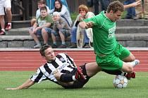 Zleva v souboji ze srpnového derby kaplický Radim Kokeš a krumlovský mladík Jan Pimpara.