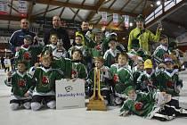S krásnou trofejí pro nejlepší tým turnaje, zlatými medailemi i  cenami pro hráčské individuality se vrátili benjamínci krumlovského Slavoje z Brianconu.