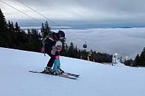 Ani teplé počasí neodradilo lyžařské nadšence od vánočního sklouznutí na Hochfichtu.