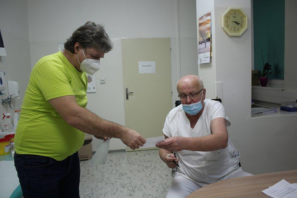Očkování zaměstnanců v českokrumlovské nemocnici.