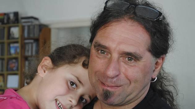 Pavel Vlasák s dcerou.