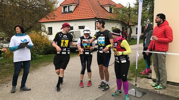 Závod Vltava Run 2019 na předávce štafety ve Věžovaté Pláni.