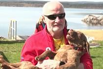 Vodní záchranáři mají nového parťáka: štěně Chesapeake Bay retrievera Queeny.