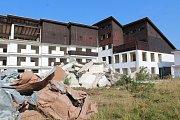 Bourá se bývalý vojenský hotel v Hůrce nedaleko Černé v Pošumaví.